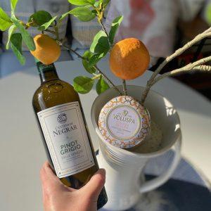 Italian set; geurkaars en wijn
