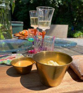 Gouden sausbakjes voor een stijlvolle barbeque