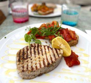 Gegrilde tonijn met gember en olijfolies