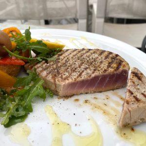 Zo hoort gegrilde tonijn eruit te zien